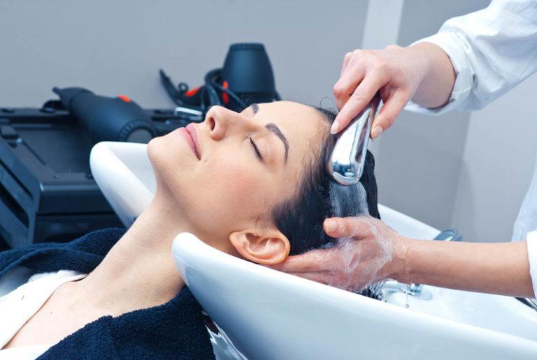 Оздоровление волос в салоне